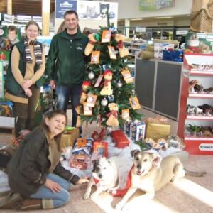 Ein Baum voller Wünsche für die Tierheiminsassen beim Dehner Gartencenter
